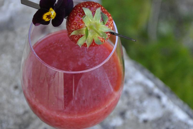 Soupe de fraises & tomates à la sauge ananas des Sourciers