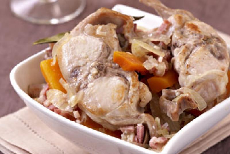 Tournedos de lapin du Gers, sauce moutarde du Gers, carottes confites à l'orange et au cumin, crème de panais et tuile de pain.